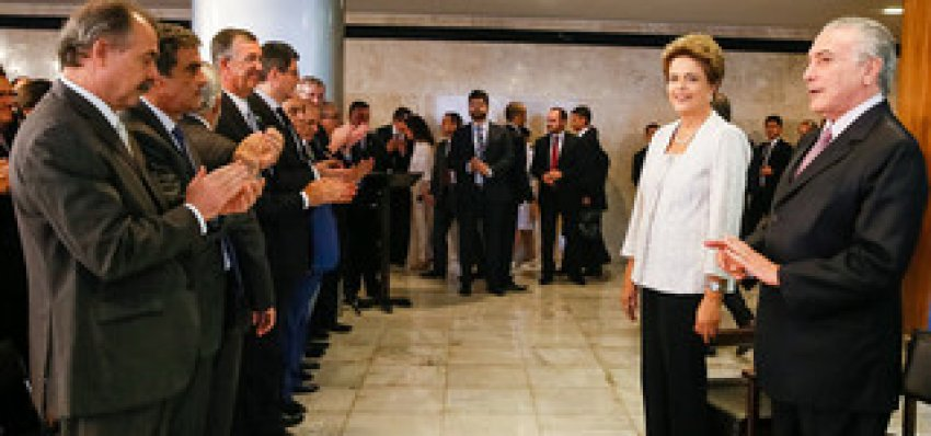 Reforma ministerial puxou tapete dos golpistas