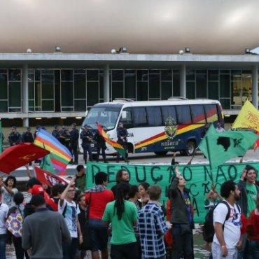 Homenagem aos 25 anos do ECA termina em manifestação na Câmara