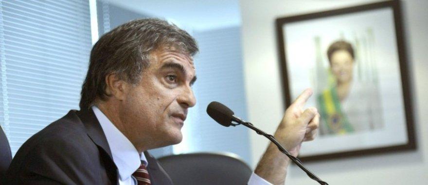 Falta 'lastro jurídico' ao relatório do impeachment, diz Cardozo