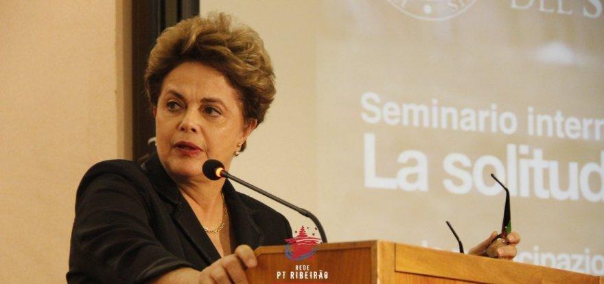 """""""Brasil precisa de banho de democracia"""", afirma Dilma na Itália"""