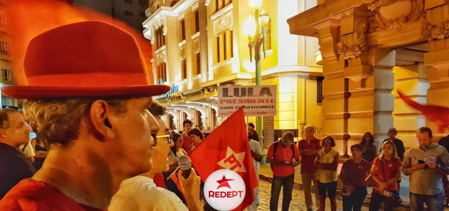 Ato em defesa da Democracia e de Lula reúne a militância