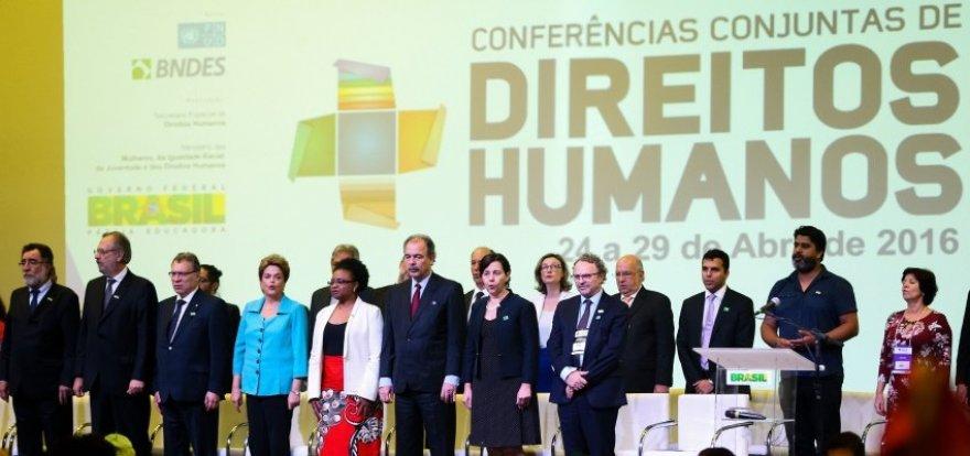 Dilma: Democracia só é plena com direitos humanos respeitados