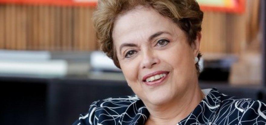 Eles não me tiraram, continuo sendo presidenta, diz Dilma