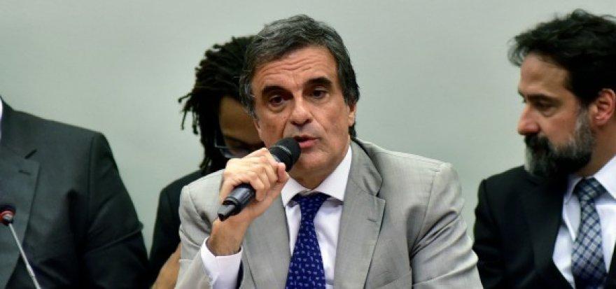 História não perdoará impeachment sem base legal, diz Cardozo