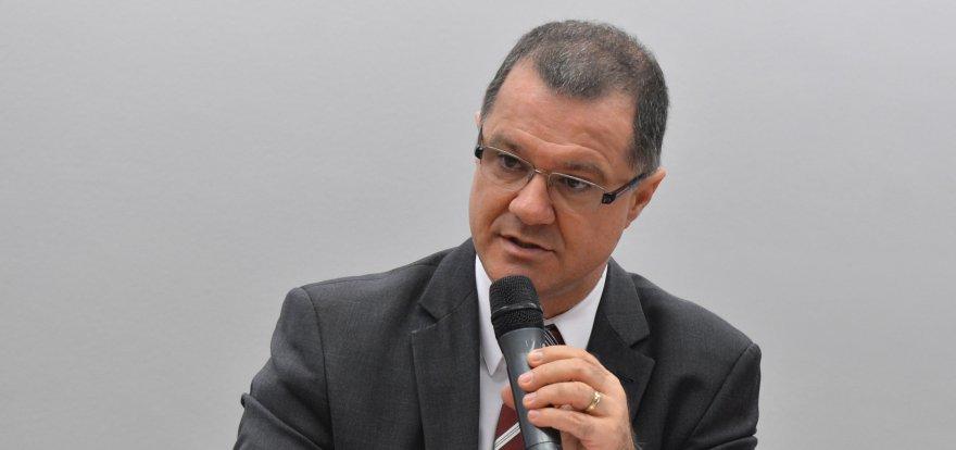 Reforma da Previdência é cruel para quem começa cedo, diz Gabas