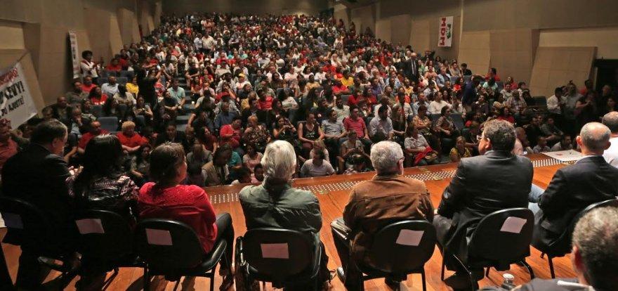 Ato em São Paulo defende a democracia e o governo Dilma