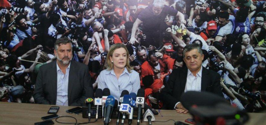 PT defenderá democracia e resistirá ao consórcio Temer/Bolsonaro contra a retirada de direitos