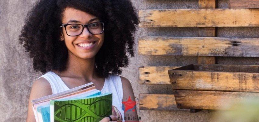 Aluna negra e da escola pública leva o 1º lugar em medicina da USP