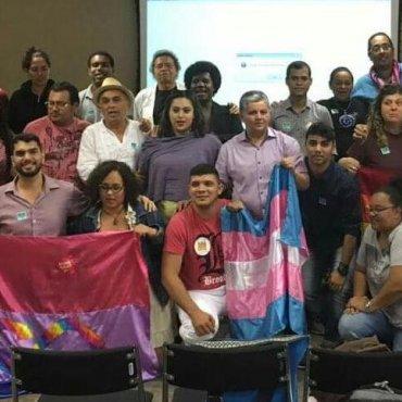 Movimento LGBT protesta contra políticas do governo golpista