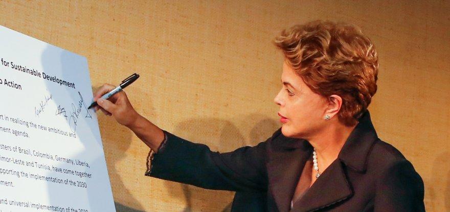 Brasil terá 'boa meta' de redução de gases até 2030, diz Dilma