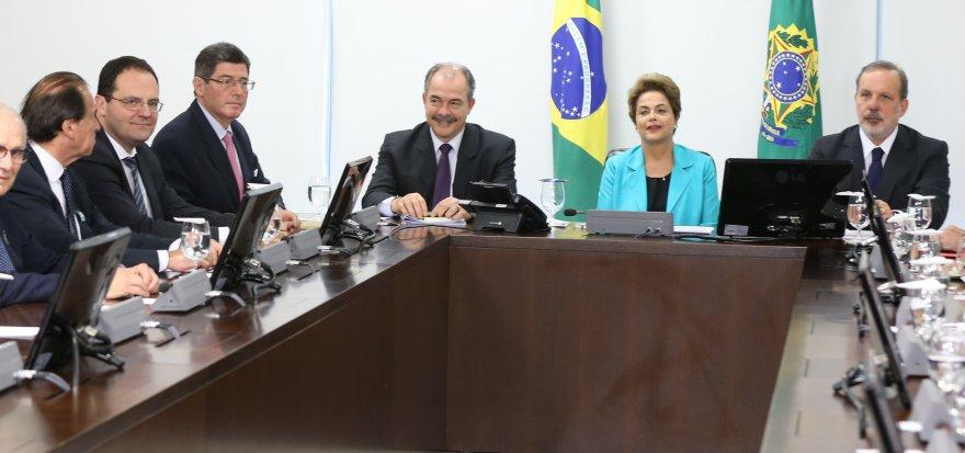 Dilma recebe demanda de empresários brasileiros ao governo alemão