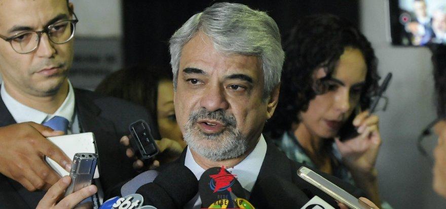 Senador Humberto Costa é agredido em livraria do Recife