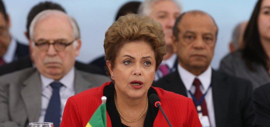 Não há espaço para aventuras antidemocráticas, adverte Dilma