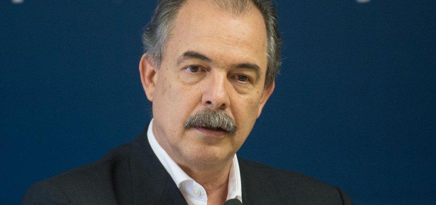 Mercadante: 'golpe é conduzido por setor que não aceita a derrota'