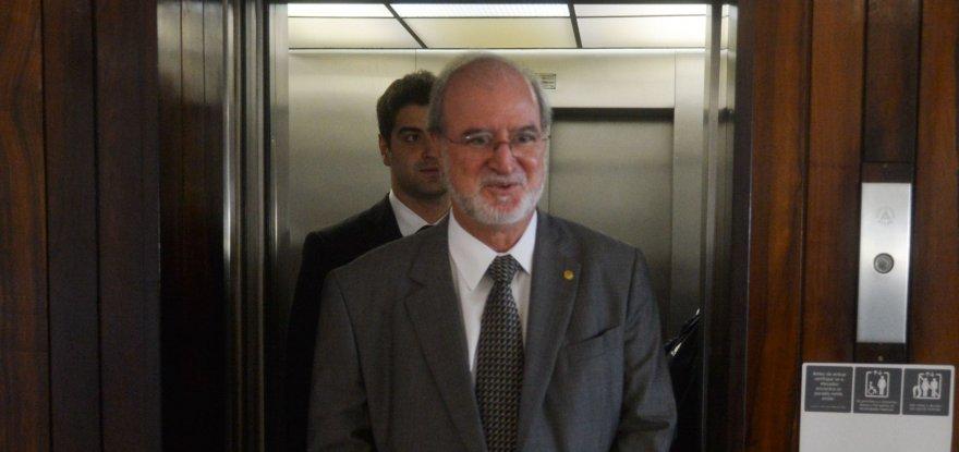 Líder denuncia manobras para prescrição de crimes tucanos em MG