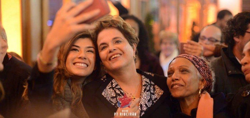 """Em Genebra, Dilma denuncia o golpe e é chamada de """"superstar"""" por suíços"""