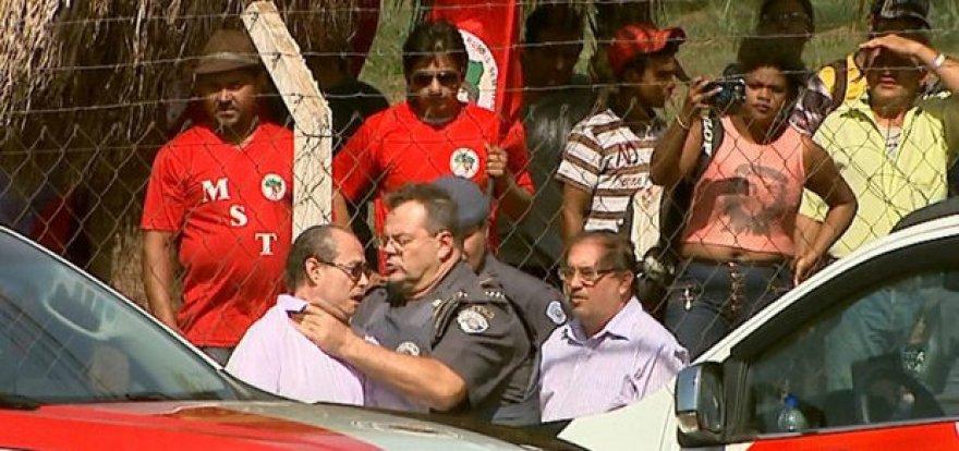 Jornalista Galeno Amorim é agredido por PM em reintegração de posse
