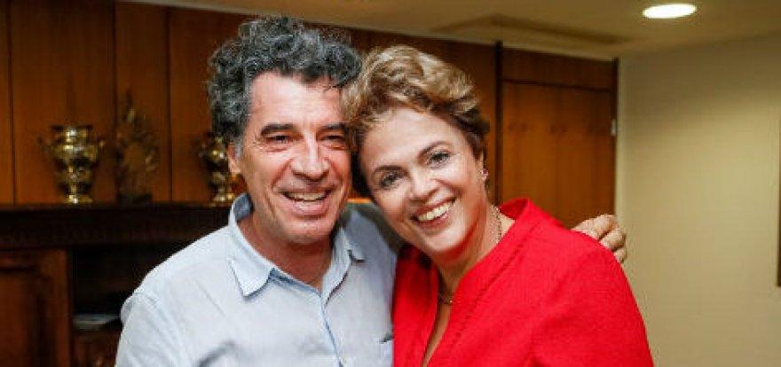 Paulo Betti participa de ato em defesa da democracia em Brasília