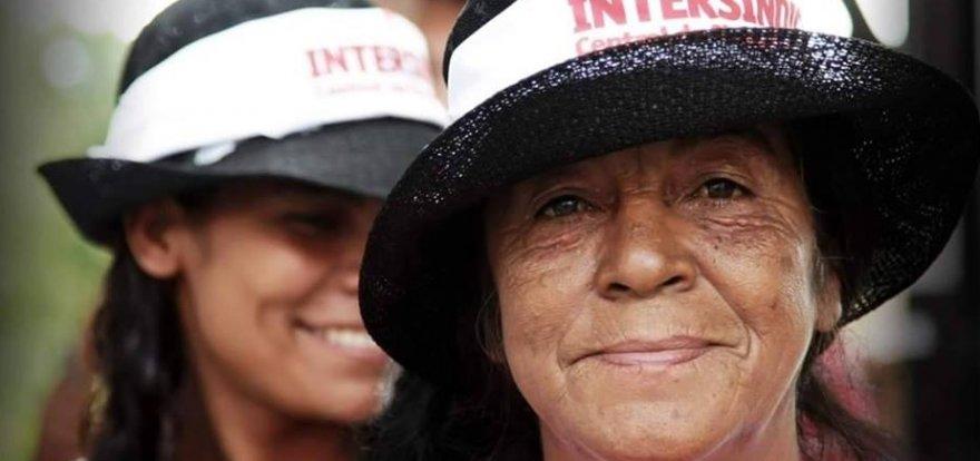 Mais de cinco mil participam de ato pela democracia em Curitiba