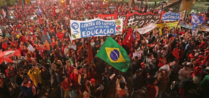 Nas ruas, quase 200 mil brasileiros mostram resistência ao golpe
